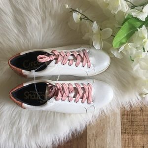 NWOT Circus by Sam Edelman Flamingo Sneakers 10